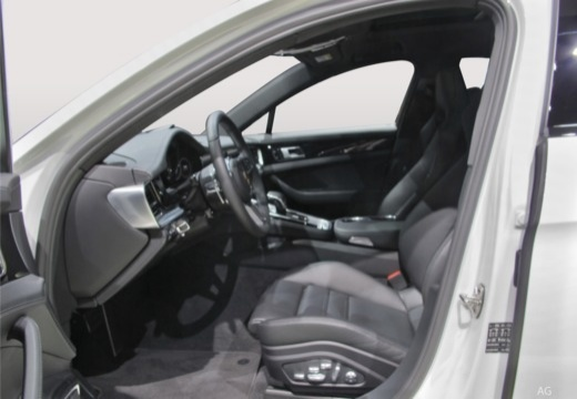 PORSCHE Panamera Sport Turismo hatchback wnętrze