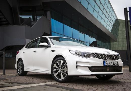 KIA Optima VI sedan biały przedni prawy