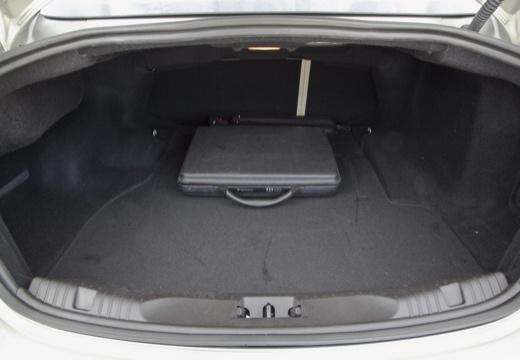 JAGUAR XF II sedan silver grey przestrzeń załadunkowa