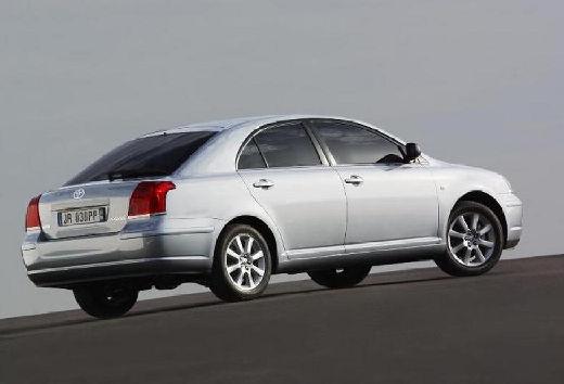 Toyota Avensis hatchback silver grey tylny prawy