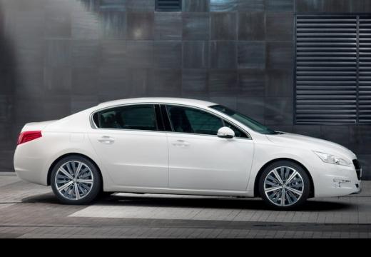 PEUGEOT 508 sedan biały boczny prawy