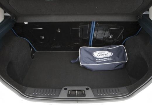 FORD Fiesta VII hatchback biały przestrzeń załadunkowa