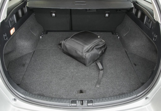 Toyota Auris kombi szary ciemny przestrzeń załadunkowa