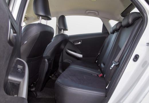 Toyota Prius III hatchback wnętrze