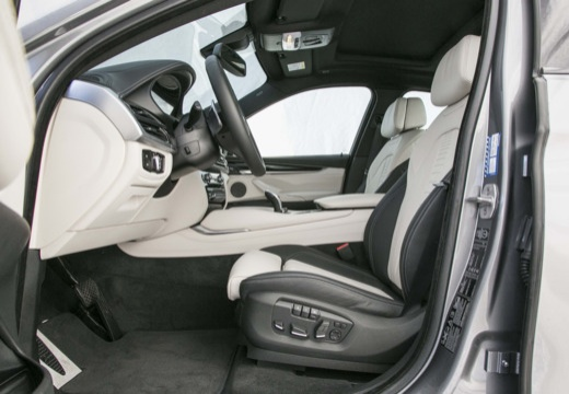 BMW X6 hatchback szary ciemny wnętrze