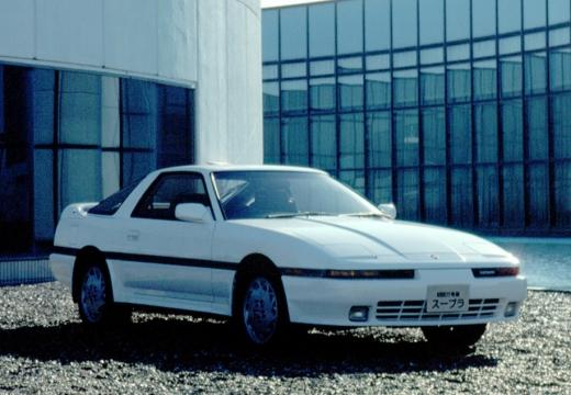 Toyota Supra coupe biały przedni prawy