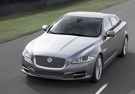 JAGUAR XJ sedan silver grey przedni lewy