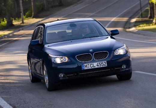 BMW Seria 5 kombi niebieski jasny przedni prawy