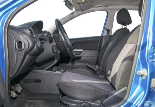 FORD Fiesta V hatchback wnętrze