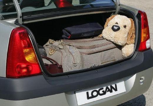 DACIA Logan I sedan silver grey przestrzeń załadunkowa