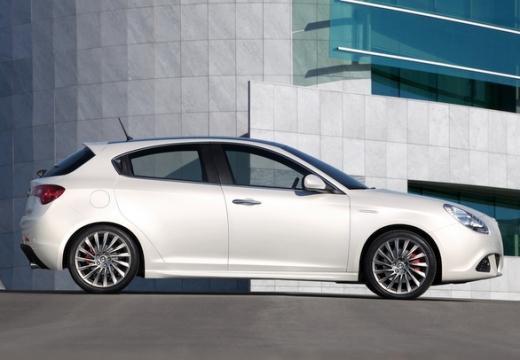 ALFA ROMEO Giulietta II hatchback biały boczny prawy