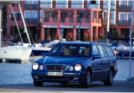 MERCEDES-BENZ Klasa E S 210 II kombi niebieski jasny przedni lewy