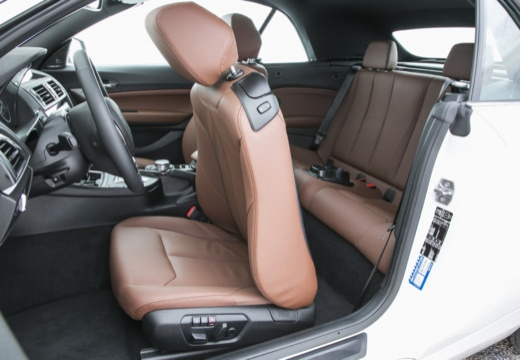 BMW Seria 2 Cabrio F23 I kabriolet wnętrze