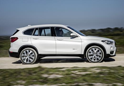 BMW X1 kombi biały boczny prawy