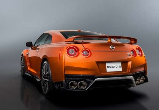 NISSAN GT-R coupe pomarańczowy tylny lewy