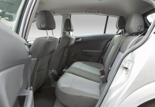 OPEL Astra III I hatchback wnętrze