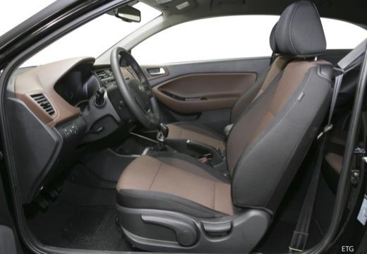 HYUNDAI i20 Coupe hatchback wnętrze