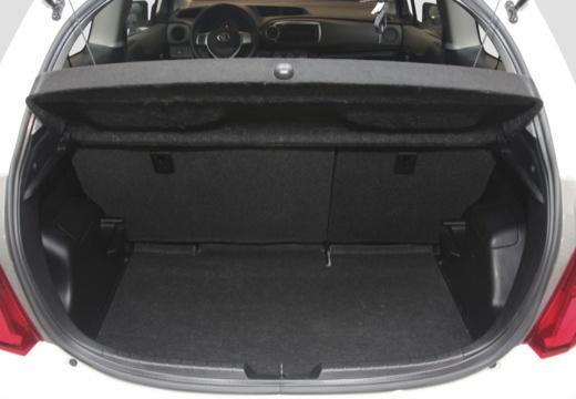 Toyota Yaris V hatchback biały przestrzeń załadunkowa