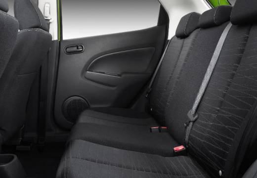 MAZDA 2 II hatchback zielony wnętrze