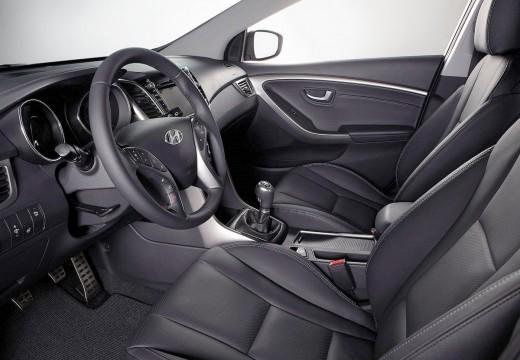 HYUNDAI i30 III hatchback wnętrze