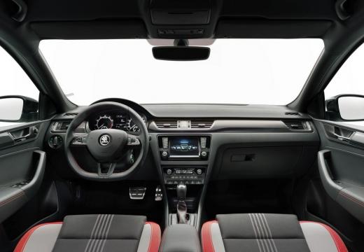 SKODA Rapid hatchback biały tablica rozdzielcza