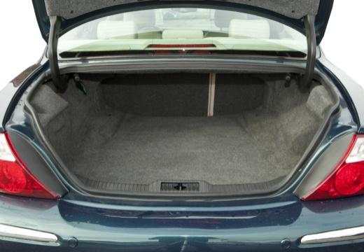 JAGUAR S-Type II sedan zielony przestrzeń załadunkowa