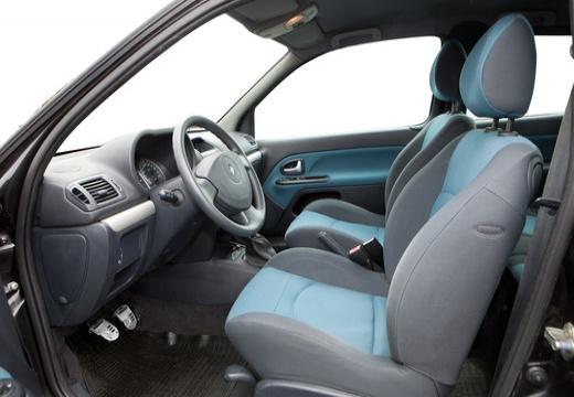 RENAULT Clio II II hatchback wnętrze