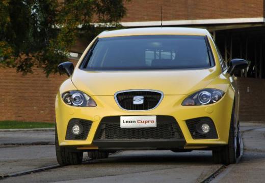 SEAT Leon II hatchback żółty przedni prawy