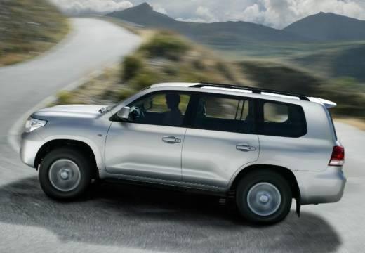 Toyota Land Cruiser V8 I kombi silver grey boczny lewy