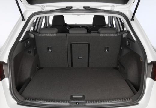 SEAT Leon ST I kombi biały przestrzeń załadunkowa