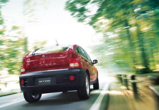 SSANG YONG Actyon hatchback czerwony jasny tylny prawy
