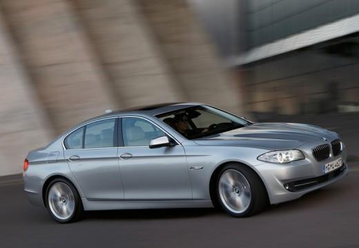 BMW Seria 5 sedan silver grey przedni prawy