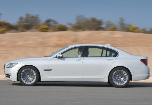 BMW Seria 7 F01 F02 II sedan biały boczny lewy