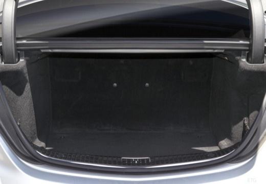 MERCEDES-BENZ Klasa S W 222 sedan przestrzeń załadunkowa