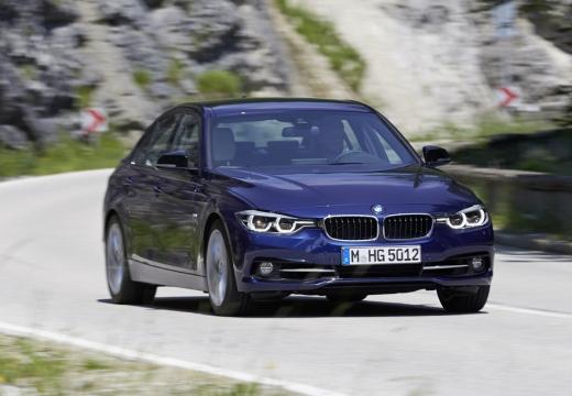 BMW Seria 3 F30/F80 sedan niebieski jasny przedni prawy