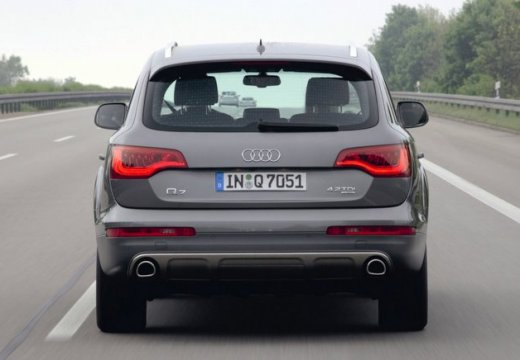 AUDI Q7 kombi silver grey tylny