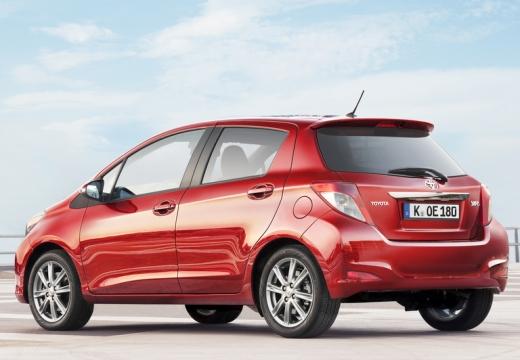 Toyota Yaris V hatchback czerwony jasny tylny lewy