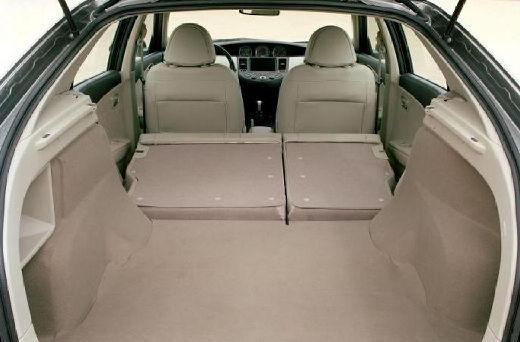 NISSAN Primera IV hatchback szary ciemny przestrzeń załadunkowa