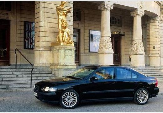 VOLVO S60 I sedan czarny przedni lewy