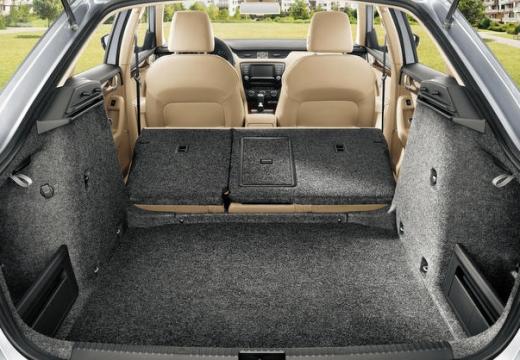 SKODA Octavia III I hatchback przestrzeń załadunkowa