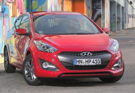 HYUNDAI i30 III hatchback czerwony jasny przedni prawy