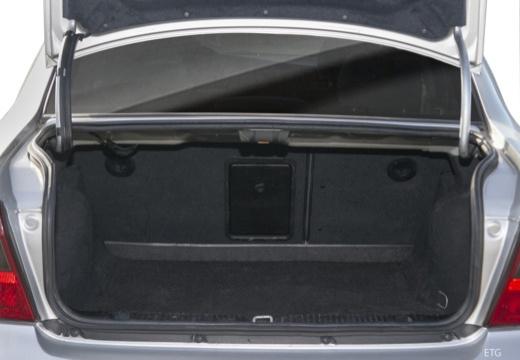 OPEL Vectra B II sedan przestrzeń załadunkowa