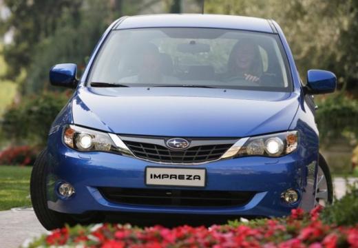 SUBARU Impreza I hatchback niebieski jasny przedni