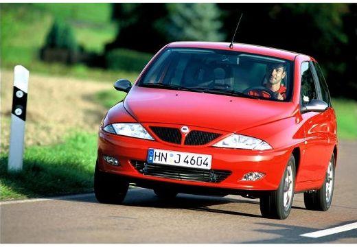 LANCIA Y I hatchback czerwony jasny przedni lewy