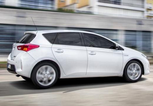 Toyota Auris hatchback biały tylny prawy