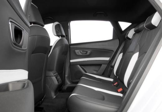 SEAT Leon IV hatchback biały wnętrze