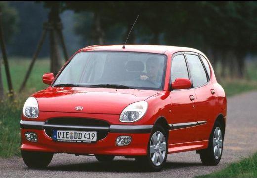 DAIHATSU Sirion I hatchback czerwony jasny przedni lewy