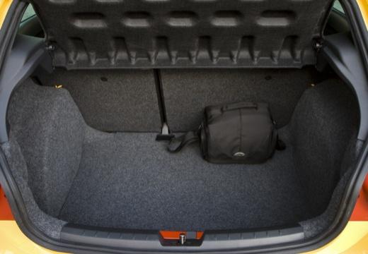 SEAT Ibiza V hatchback żółty przestrzeń załadunkowa