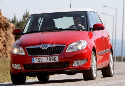 SKODA Fabia II II hatchback czerwony jasny przedni lewy