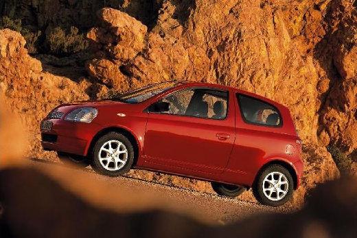 Toyota Yaris I hatchback czerwony jasny przedni lewy